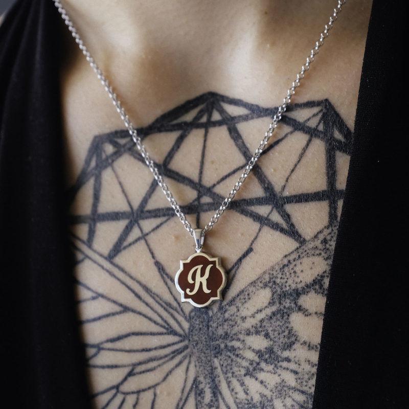 bayan gümüş bordo harf kolye