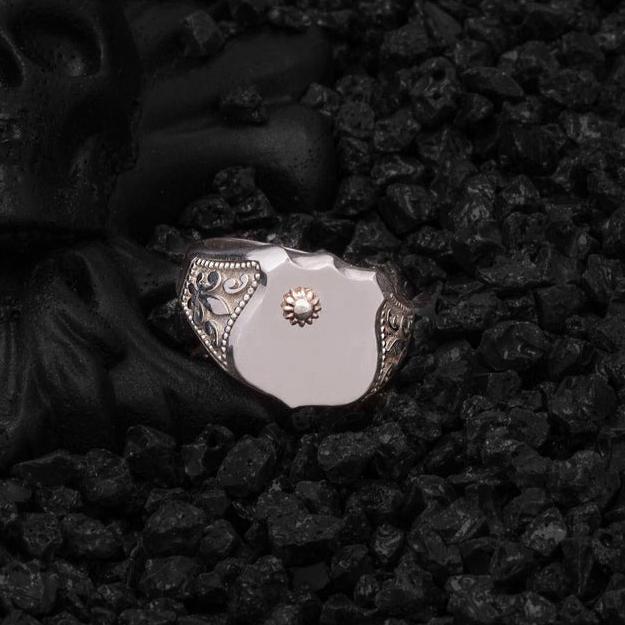 Zambak Detaylı Kalkan Şövalye Gümüş Yüzük